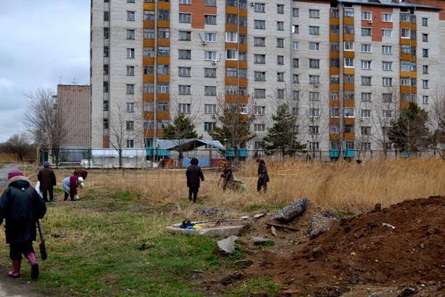 На заднем плане - Дом ветеранов п. Горького