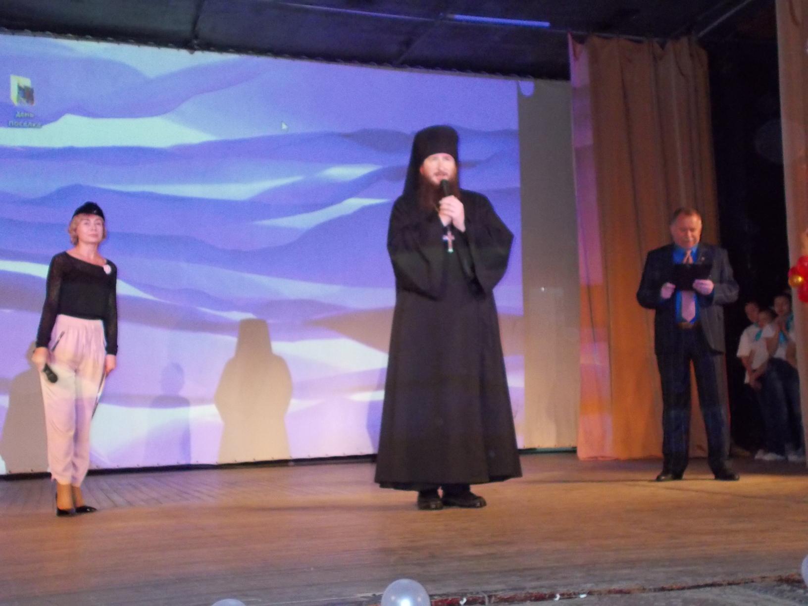 иг. Савватий поздравляет жителей поселка с юбилеем